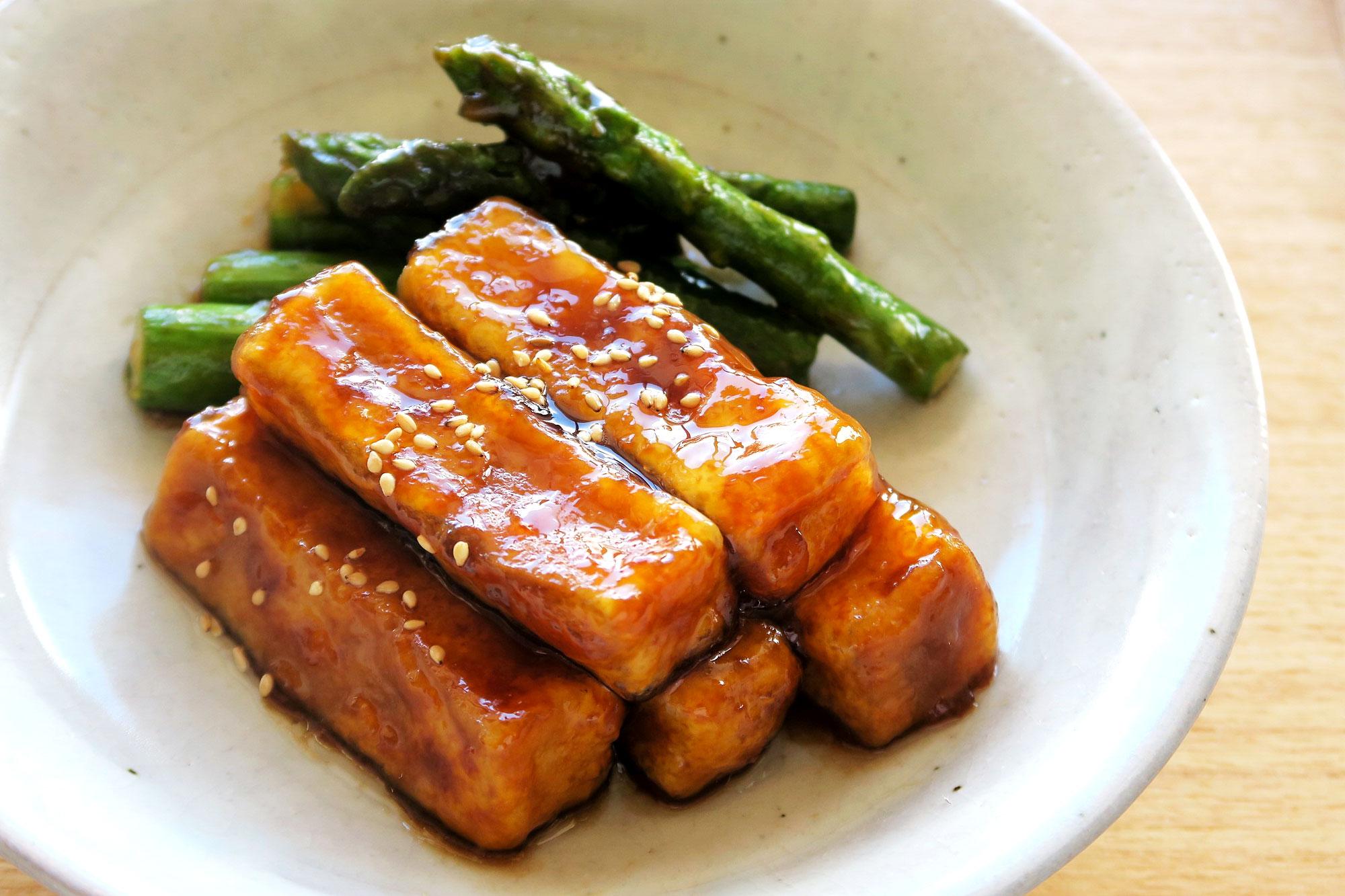 揚げ凍み豆腐とアスパラガスの甘辛煮